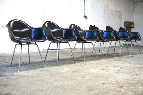 Eames Fiberglass Armchair Black Cincinnati Milacron für Herman Miller Vitra