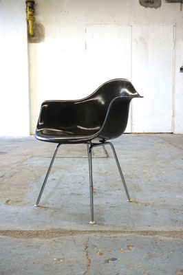 Eames Fiberglass Armchair in Dark Tone