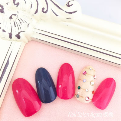 ビビッドカラーの甘辛ストーンネイル/ピンクネイル/ネイビーネイル/ビジューネイル