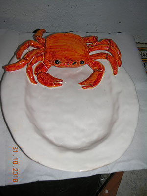 piatto ceramica con granchio fatto interamente fatto a mano crab pot pottery