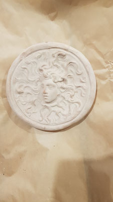 mattonella in cotto la medusa fatta a mano 20 euro