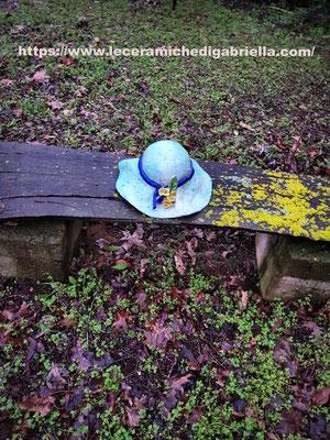 cappello di ceramica creato interamente a mano giardino