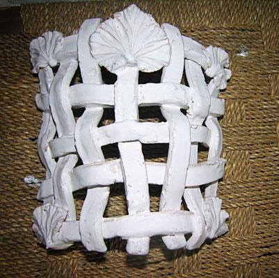 applique in ceramica fatta a mano medievale con foglie di ginkgo biloba