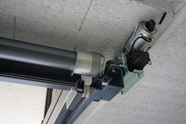 Schmidiger Spezial Kipptor mit Glasfüllung, Detail
