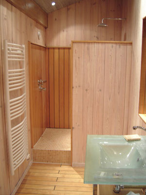 salle de bain en bois, avec Qombo