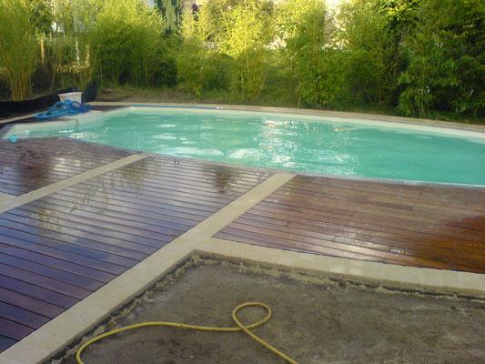 terrasse de piscine bois et pavés