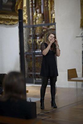Alma Cilurzo singt in der Kirche Wettigen Alma Cilurzo singt als hochzeitssängerin Luzern Schweiz Musik für Hochzeit Sängerin Standesamt Sängerin in der Kirche Alleinunterhalterin