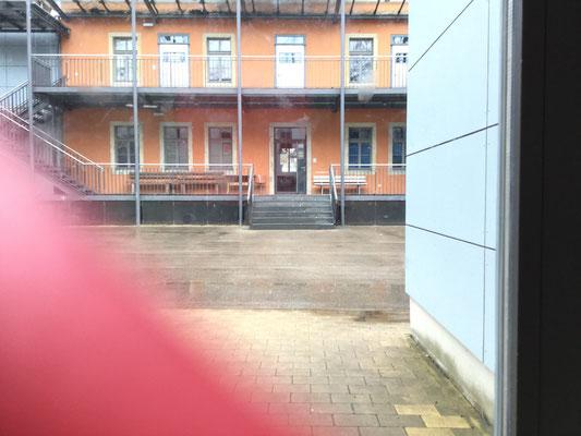 Hof und Gebäude mit jugendclub und Saal