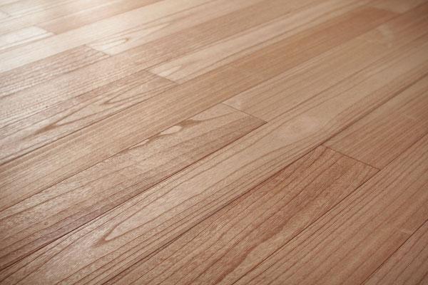 上品で美しい桐の床
