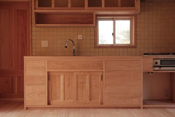 造作キッチン 水に強い栗無垢材