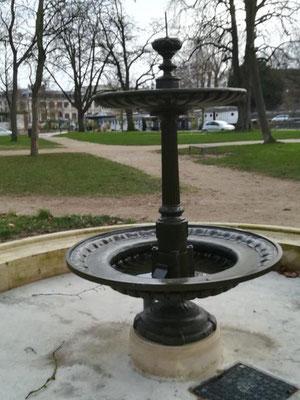 Fontaine de la place du Préau