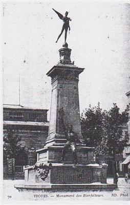 Monument aux bienfaiteurs de la ville de Troyes place Jean Jaurès