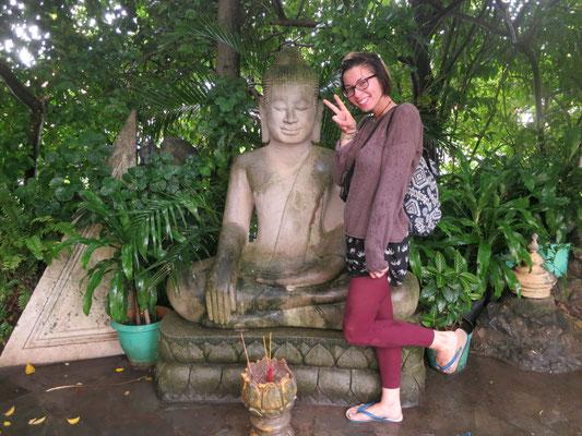 überall Statuen