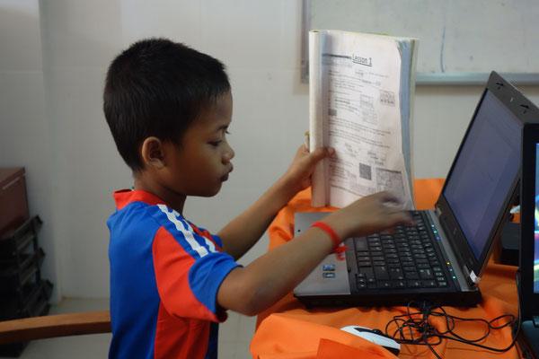 Computer Lesson in unserem Volunteerhouse