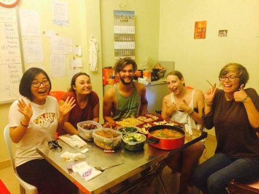 Yin, Eileen, Jako, Julia, Inka, vieeeel Chinese-food ©Yin