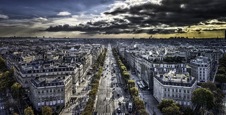Aussicht vom Arc de Triomphe in Richtung Champs Elysee
