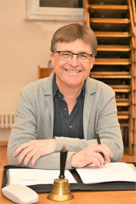Vorstand Jürgen Laier kurz vor Eröffnung der Versammlung