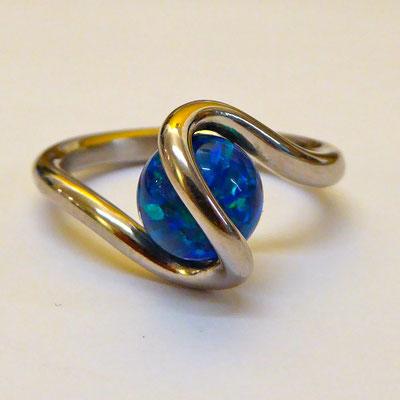 Ring mit künstlichem Opal, Weissgold 750
