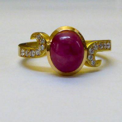 Ring mit Rubin & Brillianten, Gelbgold 750