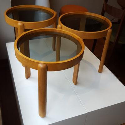 Tavolini Porada anni 70 in legno di quercia e vetro fumé.