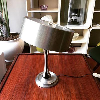 Lampada da tavolo orientabile mod. 790 di Oscar Torlasco produzione Lumi, Milano