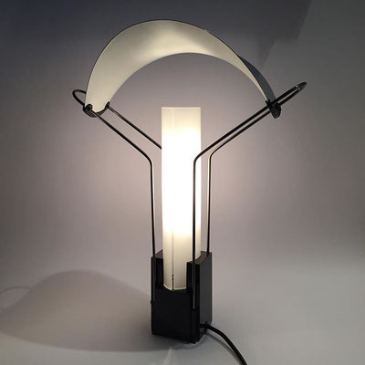 """Lampada da tavolo modello """"Palio"""" disegnata da Perry King e Santiago Miranda per Arteluce 1985"""