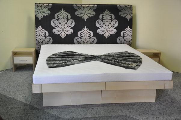 Schumm design Holzbett mit Venezia Kopfteil