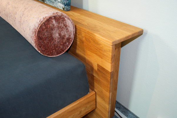 Schumm design Board Holzbett