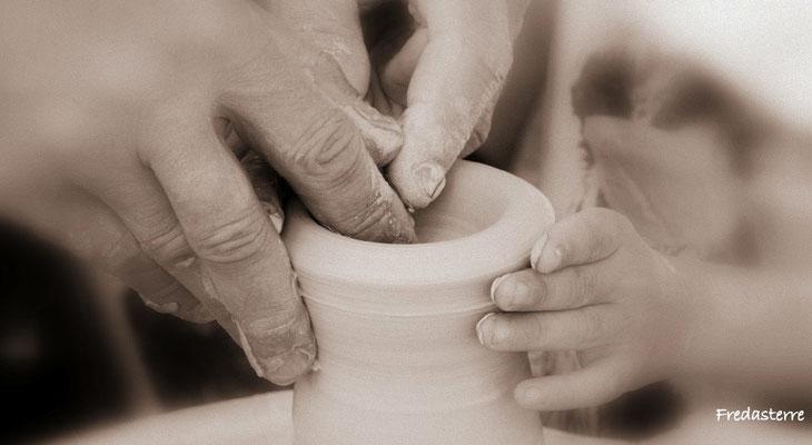 Tournage, poterie, art de la terre, démonstration pour les enfants avec Fredasterre (frederic.bro@gmail.com)