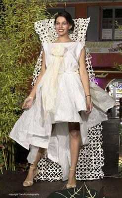 """Madame Ernest, défilé """"Upcycling"""" pendant les Souffleurs d'avenir"""", organisées par l'association des commerçants (CAPL) pour la ville de Biot"""
