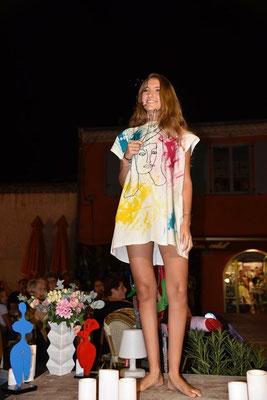"""Madame Ernest, défilé """"Arty Show"""" pendant les Nocturnes d'art de Biot, organisées par l'association des commerçants (CAPL) Héloïse Gaidoz"""