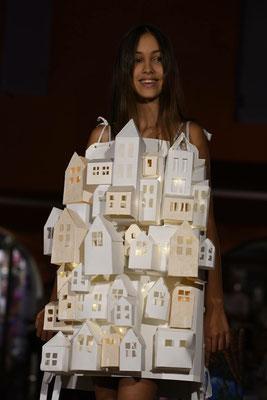 """Madame Ernest, défilé """"Arty Show"""" pendant les Nocturnes d'art de Biot, organisées par l'association des commerçants (CAPL)"""