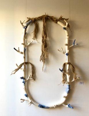 Mélanie Broglio-collier de maison en faïence-Galerie Gabel-Biot