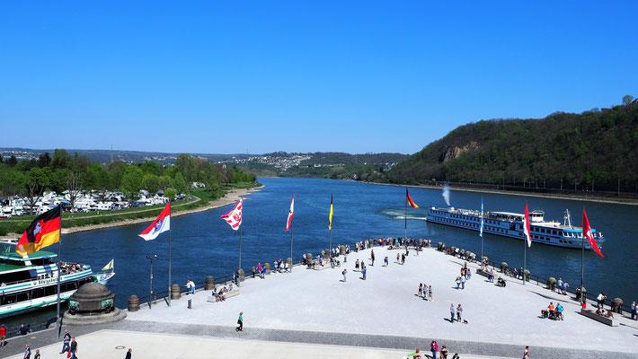 Beim Deutschen Eck mündet die Mosel in den Rhein.