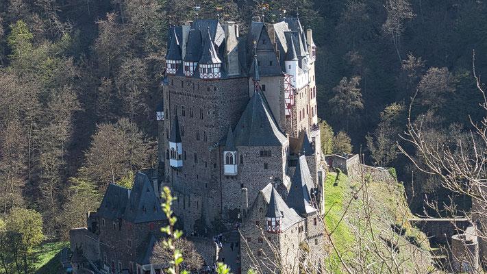 Der Abstecher zur Burg Eltz bei Moselkern ist fast ein Muss.