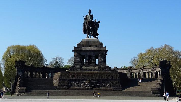 """Der 1.  deutsche Kaiser Wilhelm I """"wacht"""" über das Deutsche Eck."""