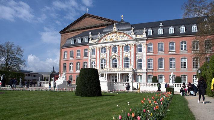 Das Kurfürstliche Palais.