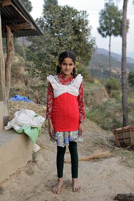 Yogi Kayastha hat Kleider seiner Tochter mitgebracht, die er verschenkt: Modeschau