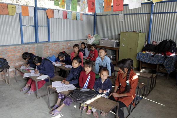 Kinder im Unterricht, Klasse mit den grösseren SchülerInnen