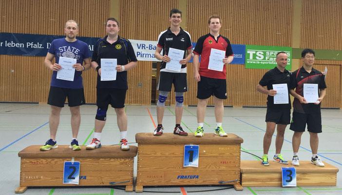 Siegerehrung Herrendoppel 1. Platz Timo  und Matthias(3. von r.)