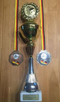 Silber-Medaille und Pokal Herreneinzel Bronze-Medaille Team