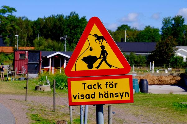 Schweden, Kattegattleden, Verkehrsschild für Pferdeservicekräfte