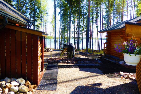 50 m von Haus und Sauna.