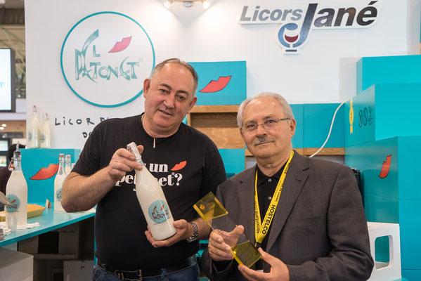 A l'esquerra José López, creador de El Petonet. A la dreta el sr.Benet, l'elaborador de El Petonet