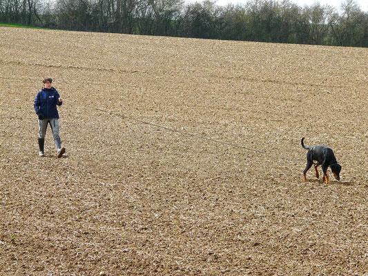 Denise mit Lynn bei der Fährtenhundprüfung 2