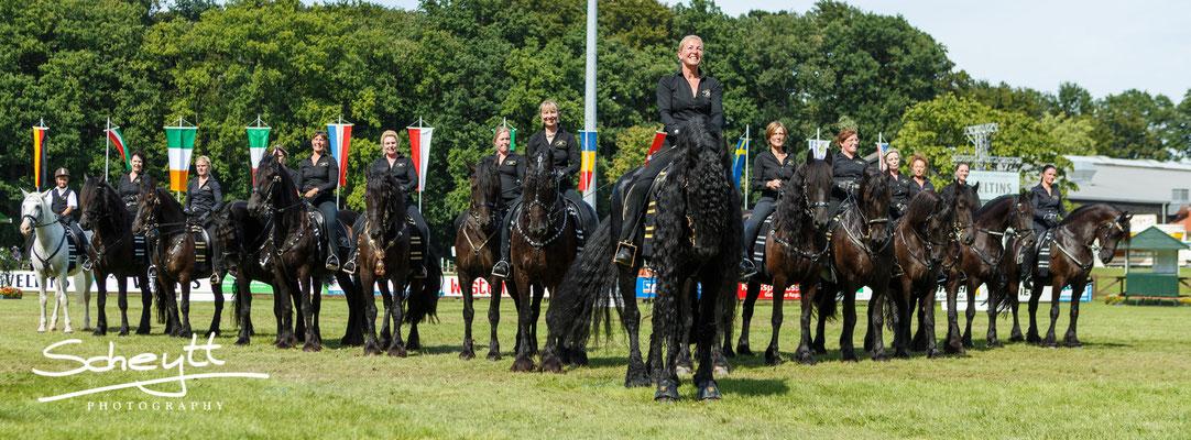 Alles hat gut geklappt und die Reiterinnen sind sehr zufrieden mit sich und ihren Pferden.