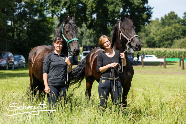 Die freie Zeit nutzen wir für einige Portraits, hier zu sehen: Alexandra mit Pieter und Marion mit Hauke