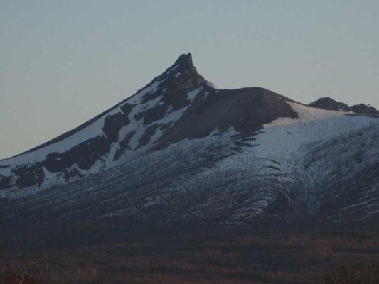 もっとズームに… この剣ヶ峰のトンガリは、前日向こう側から描いていなければ、よくわからないまま描くことになっていたはずです