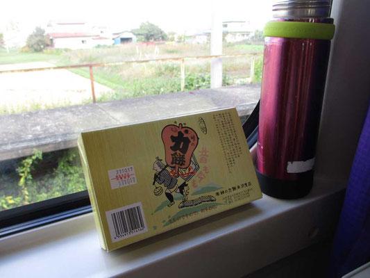 山形新幹線では停まらない「峠駅」の「峠の力餅」 福島駅で積み込みをしたようで、車内販売で求めることができました