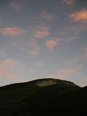 最終日の夜明け 双六岳方面の空が美しい